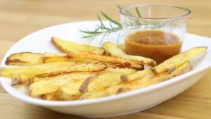 Pommes frites mit Curryketchup